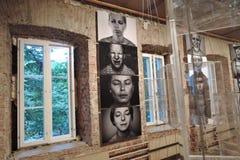 19/92 Van bij het begin Moderne kunsttentoonstelling in Moskou Stock Afbeeldingen