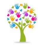 Van boomhanden en harten embleem Stock Afbeeldingen