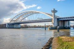Van Brienenoord-Brücke über dem Fluss Nieuwe Maas im niederländischen c stockfotos