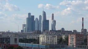 Van commercieel de Stad centrummoskou bevindt zich tegen stadslandschap, vew punt op het Gagarina-vierkant Het schieten van datum stock videobeelden