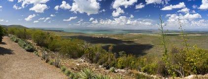 Van de Baaicuba van Guantanamo van de het Landschaps Verre V.S. Brede Panoramische de Militaire Basishorizon royalty-vrije stock afbeeldingen