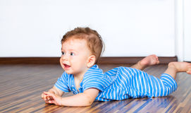 7 van de babymaanden jongen Stock Foto's