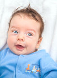 2 van de babymaanden oud jongen thuis Stock Foto