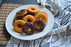 Van de bakkerijproducten van Donutsframbozen van het fruitbessen het voedselsnoepje Royalty-vrije Stock Fotografie