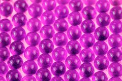 Van de balcapsules van Proton purpere sferische selectieve de nadruk bizarre abstracte achtergrond royalty-vrije stock afbeeldingen