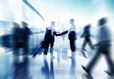 Van de bedrijfs handdrukpartnerschapsovereenkomst Mensen Collectief Concept Royalty-vrije Stock Afbeelding