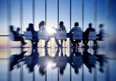 Van de bedrijfsmensen Communicatie het Concept Bureauvergaderzaal Stock Foto's