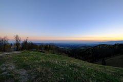 Van de berg aan de vallei stock foto