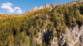 Van de Bergalpen van het zonsondergangweergeven de Dalingsalpen Autumn Vals Switzerland Aerial 4k van Autumn Switzerland Aerial 4 stock video