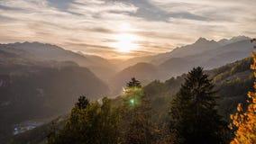 Van de bergalpen van de zonsondergangmening van de herfstzwitserland de Lucht4ksunset van de de Boomberg Alpen Autumn Switzerland stock videobeelden