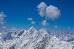 Van de de bergen de koude sneeuw van Pamir muur van de het ijsgletsjer dichtbij de piek van Lenin royalty-vrije stock foto's