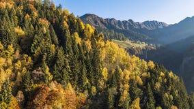 Van de de bergendaling van de herfstkleuren de Alpen Zwitserland Lucht4k stock footage