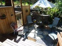 Van de binnenplaatsomheining en tuin gebied Stock Foto