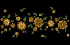 Van de de bloemmanier van de borduurwerkzomer de naadloze grens Het realistische malplaatje van het textuurontwerp Bloemen overla Stock Afbeeldingen
