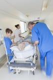 Van de Brancardgurney van het motieonduidelijke beeld Geduldige het Ziekenhuisnoodsituatie Stock Foto's