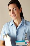 van de Britse het pak van de het voorschriftdrug verpleegstersholding royalty-vrije stock foto