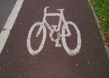 van de Britse het Symbool Cyclussteeg op Tarmac royalty-vrije stock foto's