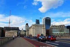 Van de de Brugweg van Londen Stad van het glasgebouwen de moderne van Londen royalty-vrije stock foto's