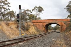Van de castlemaine-zaagmolen de spoorwegtunnel Wegbrug dichtbij Castlemaine, Australië royalty-vrije stock fotografie