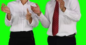Van de commerciële de handen teamklap en tonen duimen stock video