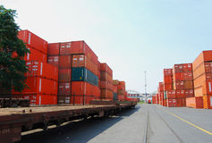 Van de container en van de vracht (goederen) de trein Stock Afbeelding