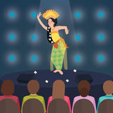 Van de dansprestaties van Bali Indonesië presteert de traditionele danser in stadium voor toeristenmensen royalty-vrije illustratie