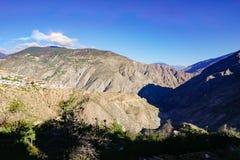 Van de de aandrijvingsweg van het Yunnantoerisme de berglandschap stock afbeeldingen