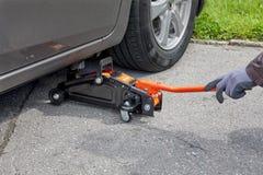 Van de de autohefboom van de bandverandering van de de vloer opheffende reparatie hydraulische het hulpmiddeluitrusting Stock Fotografie