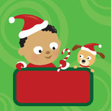 Van de de babyjongen en hond van Kerstmis holdingsteken Royalty-vrije Stock Fotografie
