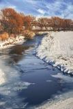 Van de de bergboom van de de wintersneeuw van de de hemel blauw ochtend van het de vorst hoog landschap het waterijs Royalty-vrije Stock Afbeelding