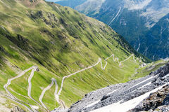 Van de de bergweg van alpen dello Stelvio van Passo Stock Foto's