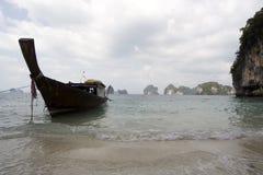 Van de de bootsteek van Longtail ngabaai Thailand royalty-vrije stock afbeeldingen