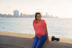 Van de de cameratoerist van de vrouwenfotograaf het beeldfoto Stock Afbeeldingen