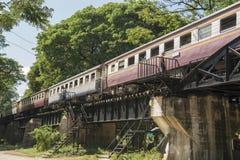 VAN DE DE DOODSspoorweg VAN THAILAND KANCHANABURI DE BRUGrivier KWAI Stock Afbeeldingen