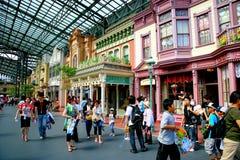Van de de dynastieera van Tokyo Disneyland de deur van de de Victoriaans-Stijlstraat aan de wereld van markten Royalty-vrije Stock Foto