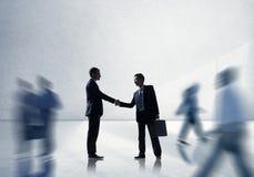 Van de de Groetovereenkomst van de bedrijfsmensenhanddruk het Collectieve Concept Stock Afbeelding