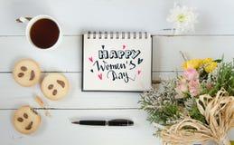 Van de de hand van letters voorziend groet van de vrouwen` s Dag de notamalplaatje Royalty-vrije Stock Foto's