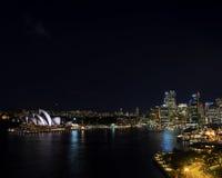 Van de de havencbd opera van Sydney het huishorizon in Australië bij nacht Royalty-vrije Stock Foto's