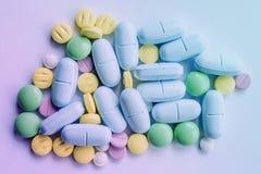 Van de de hoopkleur van tablettenpillen medische de mengelingsgeneeskunde Royalty-vrije Stock Foto