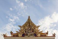 Van de de jadekeizer van Wat Pariwat Temple het dak getoonde standbeeld en de hemel ki Royalty-vrije Stock Fotografie