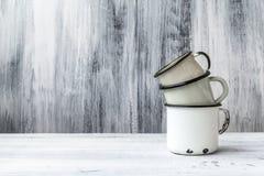 Van de de kopmok van het kunststilleven het tin houten wijnoogst Stock Afbeeldingen