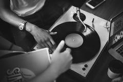 Van de de Krasmuziek van het draaischijf Vinylverslag DJ het Vermaakconcept Royalty-vrije Stock Foto