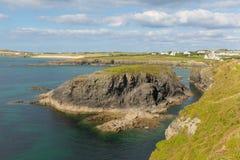 Van de de kustmening van de Treyarnonbaai Cornwall Engeland het UK noorden het Van Cornwall tussen Newquay en Padstow op een zonn Royalty-vrije Stock Afbeeldingen