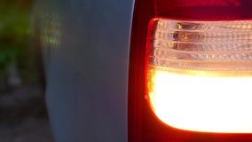 Van de de machine achteroogklep van de autonacht van de de draai mooie stad lichte het hoogtepuntverkeersveiligheid stock video