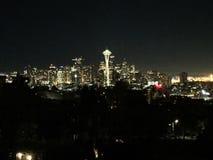 Van de de nacht spaceneedle ruimtenaald van Seattle verbazende de stadshemel royalty-vrije stock foto