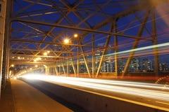 Van de de nachtscène van Vancouver bridget de autolichten Stock Foto's