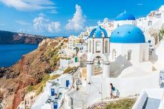 Van de de reistoerist van Europa Santorini de bestemming Oia stock foto