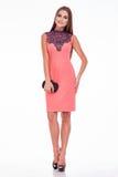 Van de de slijtagezijde van de schoonheids kijkt de modieuze vrouw stijl van de de kledingsmanier zaken Stock Foto