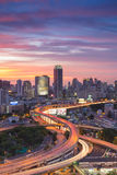 Van de de Stadshoogte van Bangkok de manierkruising met mooie hemel tijdens zonsondergang Royalty-vrije Stock Fotografie
