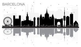 Van de de Stadshorizon van Barcelona het zwart-witte silhouet met reflectio Stock Afbeeldingen